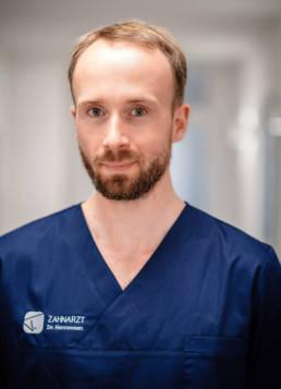 Zahnarzt Dr. med dent Till G. Hennessen